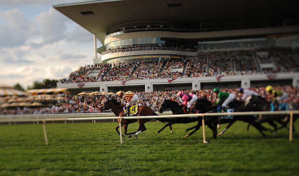 Photo By Michael R. Schmidt<br /> Little Mike with jockey Ramon A. Dominguez aboard wins the 30th running of the Arlington Million Saturday afternoon at Arlington Park.