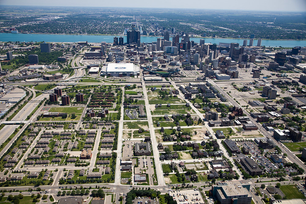 Brush Park neighborhood to downtown. Note isolated housing development to the left.
