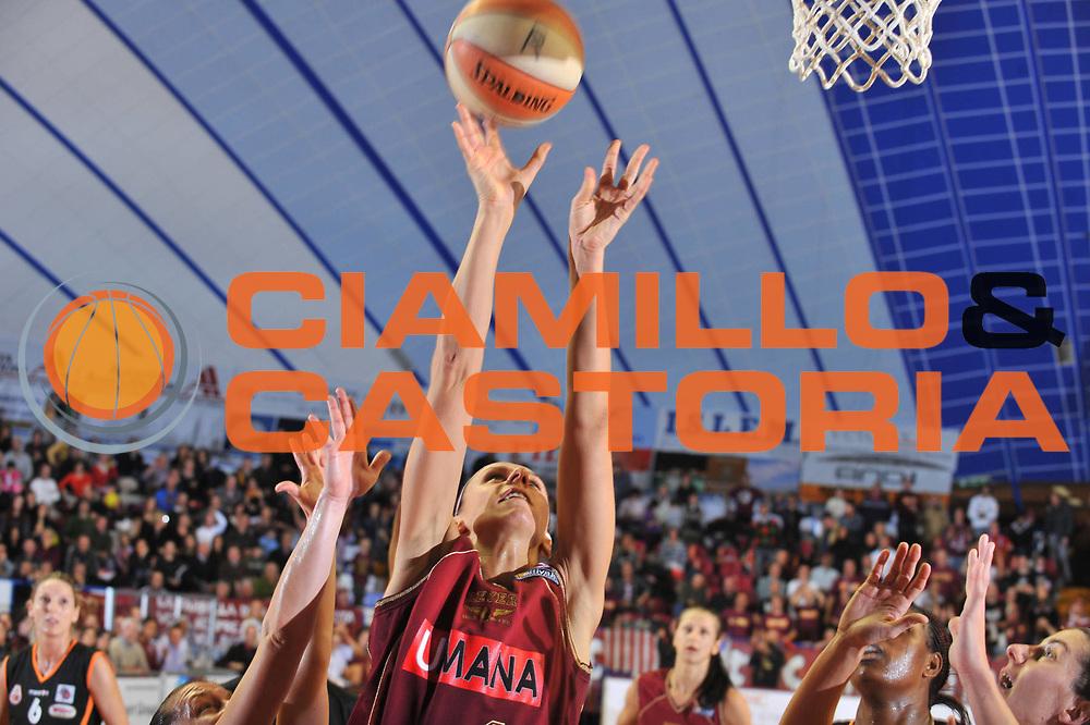 DESCRIZIONE : Venezia LBF Umana Reyer Venezia Famila Schio<br /> GIOCATORE : Gunta Basko<br /> SQUADRA : Umana Reyer Venezia<br /> EVENTO : Campionato Lega Basket Femminile A1 2009-2010<br /> GARA : Umana Reyer Venezia Famila Schio<br /> DATA : 13/12/2009 <br /> CATEGORIA : Tiro<br /> SPORT : Pallacanestro <br /> AUTORE : Agenzia Ciamillo-Castoria/M.Gregolin<br /> Galleria : Lega Basket Femminile 2009-2010<br /> Fotonotizia : Venezia LBF Umana Reyer Venezia Famila Schio<br /> Predefinita :
