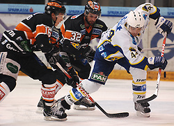 25.02.2010, Eisstadion Liebenau, Graz, AUT, EBEL, Graz 99ers vs KHL Zagreb, im Bild Patrick Harand (16, 99ers), Jean Philippe Pare (32, 99ers), Mike Ouellette (44, KHL Zagreb) , EXPA Pictures © 2010, PhotoCredit: EXPA/ J. Hinterleitner / SPORTIDA PHOTO AGENCY.