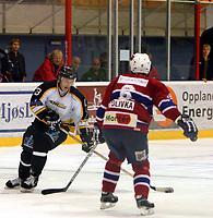 Ishockey , UPC serien , 4 november  2004 , Kristins hall<br /> Lillehammer  v  Stavanger Oilers (2-4)<br /> <br /> Teemu Kohvakka , Stavanger Oilers og Martin Polivka , Lillehammer<br /> <br /> <br /> Foto:Dagfinn Limoseth - Digitalsport