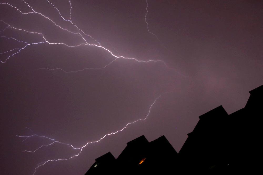 Sao Paulo_SP, Brasil..Tempestade com raios na zona sul de Sao Paulo, Sao Paulo...Lightning storm in southern Sao Paulo, Sao Paulo...Foto: MARCUS DESIMONI / NITRO