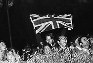 Regina Elisabetta II di Gran Bretagna con il marito il principe Filippo il Duca di Edimburgo nel corso di una visita reale a Roma il 14 ottobre1980, nella seconda visita di Stato  in Italia. Al passaggio dell' auto della Regina Elisabetta II di Gran Bretagna un ragazzo sventola la bandiera inglese<br /> Queen Elizabeth II of Great Britain with her husband Prince Philip the Duke of Edinburgh during a royal visit to Rome on 14 ottobre1980, the second State visit  to Italy. The passage of the car of the Queen Elizabeth II of Great Britain a boy waving the English flag.