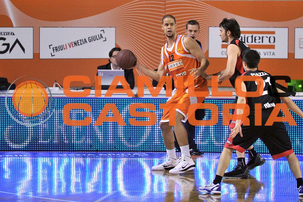 DESCRIZIONE : Udine Lega A2 2010-11 Snaidero Udine Immobiliare Spiga Rimini<br /> GIOCATORE : Gerald Raymond Lee<br /> SQUADRA : Snaidero Udine<br /> EVENTO : Campionato Lega A2 2010-2011<br /> GARA : Snaidero Udine Immobiliare Spiga Rimini<br /> DATA : 06/05/2011<br /> CATEGORIA : Passaggio<br /> SPORT : Pallacanestro <br /> AUTORE : Agenzia Ciamillo-Castoria/S.Ferraro<br /> Galleria : Lega Basket A2 2010-2011 <br /> Fotonotizia : Udine Lega A2 2010-11 Snaidero Udine Immobiliare Spiga Rimini<br /> Predefinita :