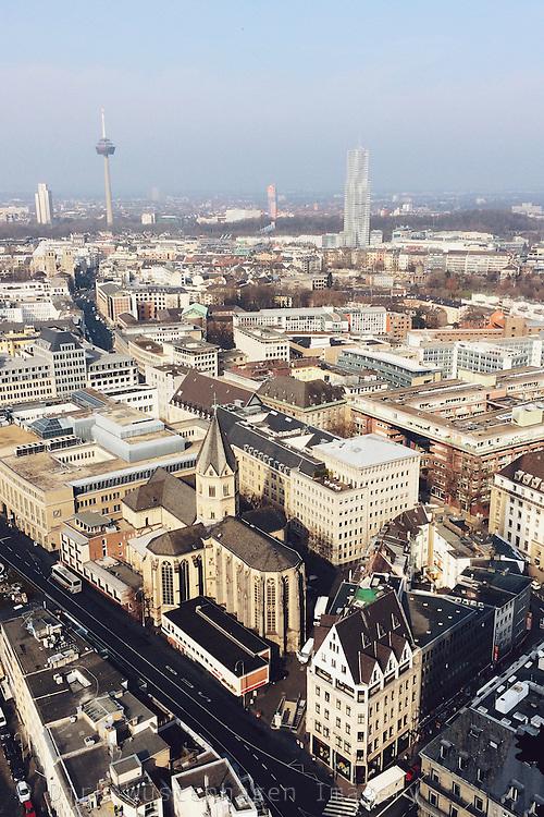 Blick Richting Ehrenfeld und Mediapark mit Kirche St. Andreas, Luftaufnahme, Köln, Deutschland