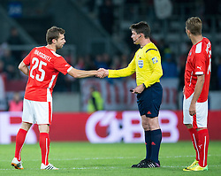 30.05.2014, Tivoli Stadion, Innsbruck, AUT, Fussball Testspiel, Oesterreich vs Island, im Bild (v.l.) Andreas Ivanschitz (AUT), Schiedsrichter Matej Lars // Austria's Andreas Ivanschitz (L) shakes referee Matej Lars (R) hand during the International Friendly between Austria and Iceland at the Tivoli Stadion in Innsbruck, Austria on 2014/05/30. EXPA Pictures © 2014, PhotoCredit: EXPA/ Johann Groder