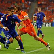 NLD/Eindhoven/20050907 - WK kwaificatiewedstrijd Nederland - Andorra, (11) Arjen Robben, (10) Marc Bernaus