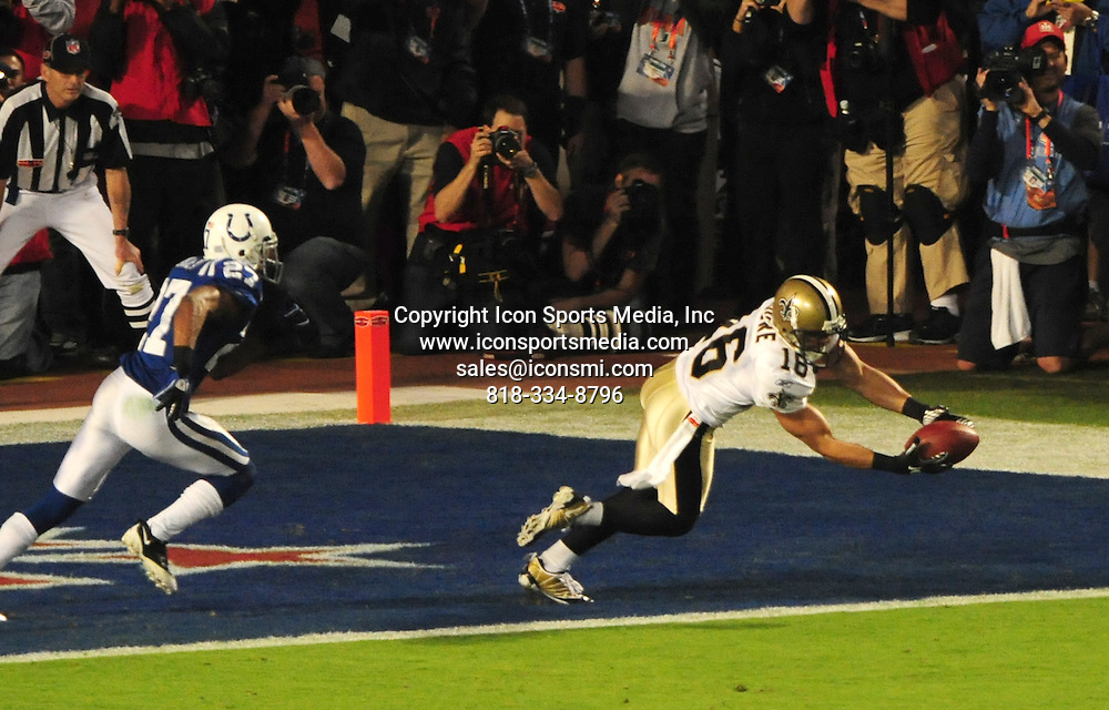 Feb. 07, 2010 - Miami Gardens, Florida, USA - The Saints LANCE MOORE makes a catch for a two-point conversion that was at first ruled a drop but then overturned under review at Super Bowl XLIV at Sun Life Stadium