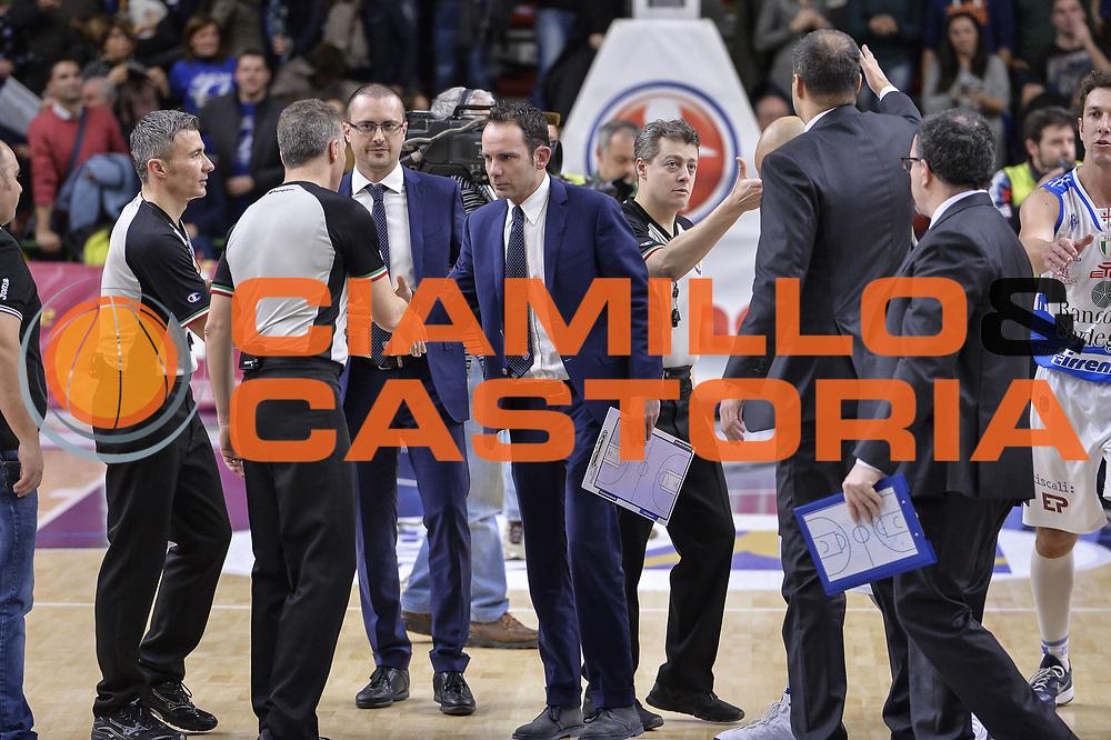 DESCRIZIONE : Beko Legabasket Serie A 2015- 2016 Dinamo Banco di Sardegna Sassari - Openjobmetis Varese<br /> GIOCATORE : Paolo Citrini<br /> CATEGORIA : Fair Play Arbitro Referee Postgame<br /> SQUADRA : Dinamo Banco di Sardegna Sassari<br /> EVENTO : Beko Legabasket Serie A 2015-2016<br /> GARA : Dinamo Banco di Sardegna Sassari - Openjobmetis Varese<br /> DATA : 07/02/2016<br /> SPORT : Pallacanestro <br /> AUTORE : Agenzia Ciamillo-Castoria/L.Canu