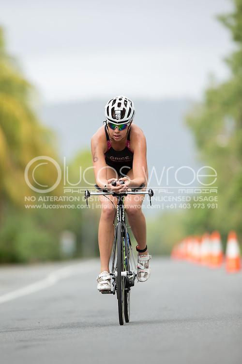 Holly Grice (AUS), June 1, 2014 - TRIATHLON : Coral Coast 5150 Triathlon, Cairns Airport Adventure Festival, Four Mile Beach, Port Douglas, Queensland, Australia. Credit: Lucas Wroe