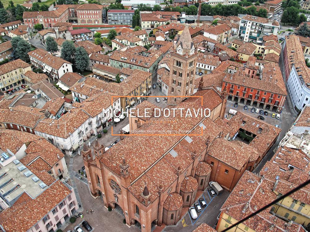 Italy, Piedmont, Langhe,  Alba.... reportage aereo realizzato con un pallone aerostatico frenato