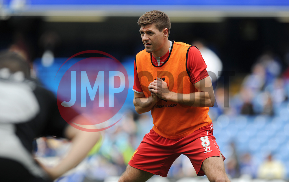 Liverpool's Steven Gerrard warms up prior to kick off. - Photo mandatory by-line: Alex James/JMP - Mobile: 07966 386802 - 10/05/2015 - SPORT - Football - London - Stamford Bridge - Chelsea v Liverpool - Barclays Premier League