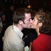 Premiere Aspects of Love, Maaike Widdershoven gekust door vriend Daniel Staakman
