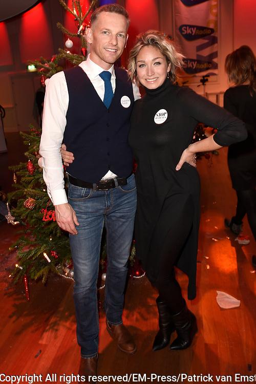 Sky Radio's jaarlijkse goede doelen-event Christmas Tree For Charity in Studio 22, Hilversum.<br /> <br /> Op de foto:  Barry Atsma (Diabetes Fonds) &amp; Do (stichting DON)