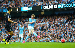Kevin De Bruyne of Manchester City scores his sides first goal for 1-2 - Mandatory byline: Matt McNulty/JMP - 07966 386802 - 19/09/2015 - FOOTBALL - City of Manchester Stadium - Manchester, England - Manchester City v West Ham United - Barclays Premier League