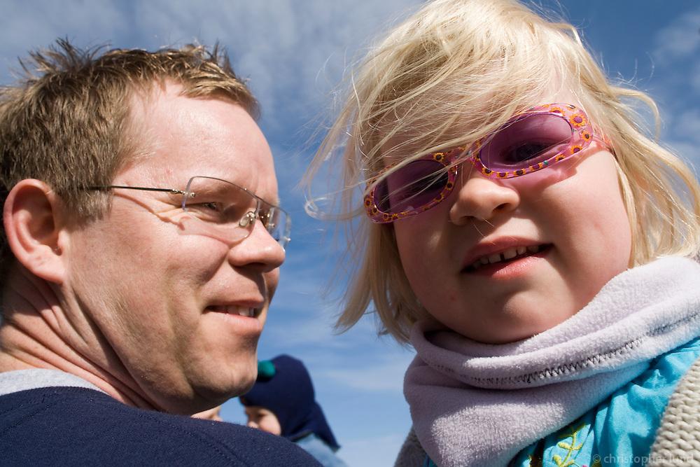 Hópurinn hittist við Hraunbæ 190 áður en lagt er í hann. Pálmi með Björk.