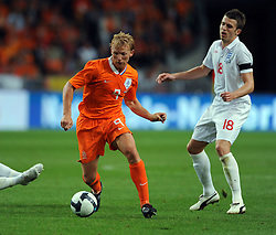 Dirk Kuyt of Holland, John Terry and Michael Carrick England during the International Friendly between Netherlands and England at the Amsterdam Arena on August 12, 2009 in Amsterdam, Netherlands.