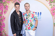 2018, Juli 18. Pathe Tuschinski, Amsterdam. Nederlandse premiere van Mamma Mia 2 Here We Go Again. Op de foto: Glenn Eilbracht en Mick Smits