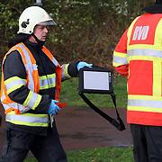 NLD/Huizen/20080318 - Ongeval met beknelling Blaricummerstraat - Randweg Huizen, brandweer met laptop met autogegevens