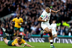 Jonathan Joseph of England runs in his first try - Mandatory by-line: Robbie Stephenson/JMP - 03/12/2016 - RUGBY - Twickenham - London, England - England v Australia - Old Mutual Wealth Series
