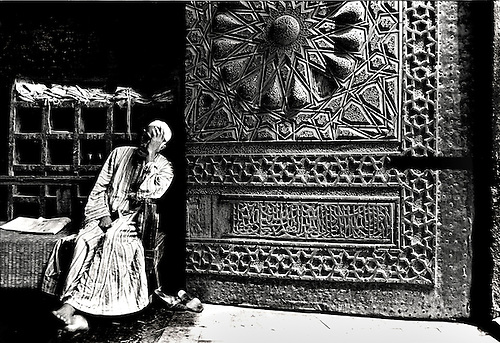 Doorway of the Mosque of the Sultan Al Muu0027ayyad (built 1415- & Door and doorkeeper in the entrance of the Al Muu0027ayyad mosque ... pezcame.com