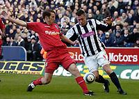 Fotball<br /> Premier League 2004/05<br /> West Bromwich v Birmingham<br /> 6. mars 2005<br /> Foto: Digitalsport<br /> NORWAY ONLY<br /> West Brom's Geoff Horsfield (R) battles for the ball with Kenny Cunningham