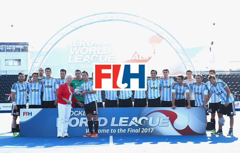 LONDON, ENGLAND - JUNE 25: Pedro Ibarra of Argentina recieves their runners up trophy after the final match between Argentina and the Netherlands on day nine of the Hero Hockey World League Semi-Final at Lee Valley Hockey and Tennis Centre on June 25, 2017 in London, England. (Photo by Alex Morton/Getty Images)