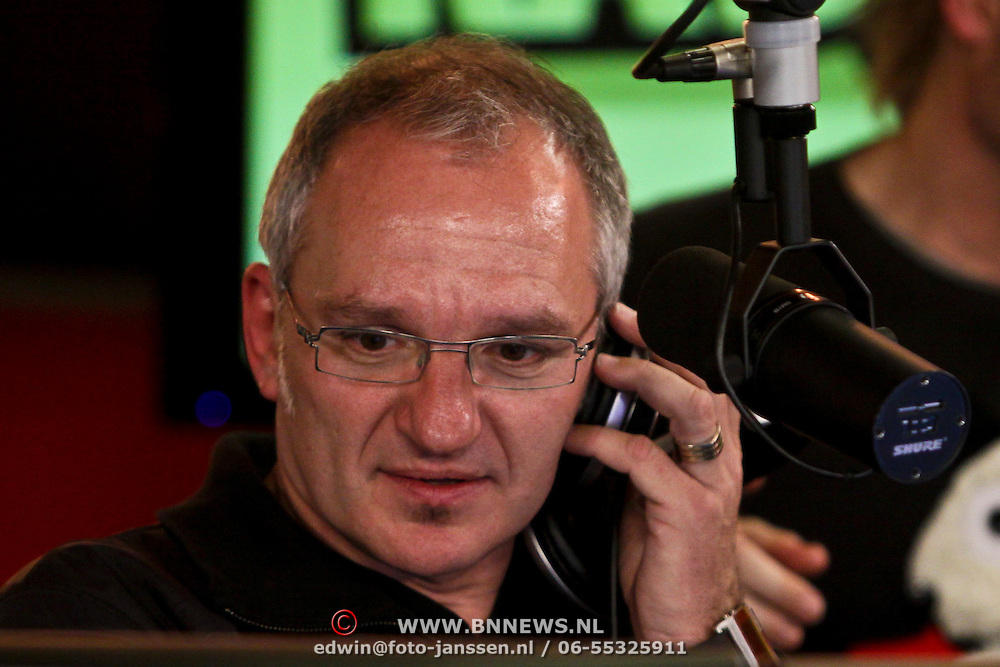 NLD/Hilversum/20100121 - Benefietactie voor het door een aardbeving getroffen Haiti, Jeroen van Inkel