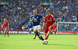 LONDON, ENGLAND - Saturday, April 14, 2012: Liverpool's Jordan Henderson and Everton's Darron Gibson during the FA Cup Semi-Final match at Wembley. (Pic by David Rawcliffe/Propaganda)