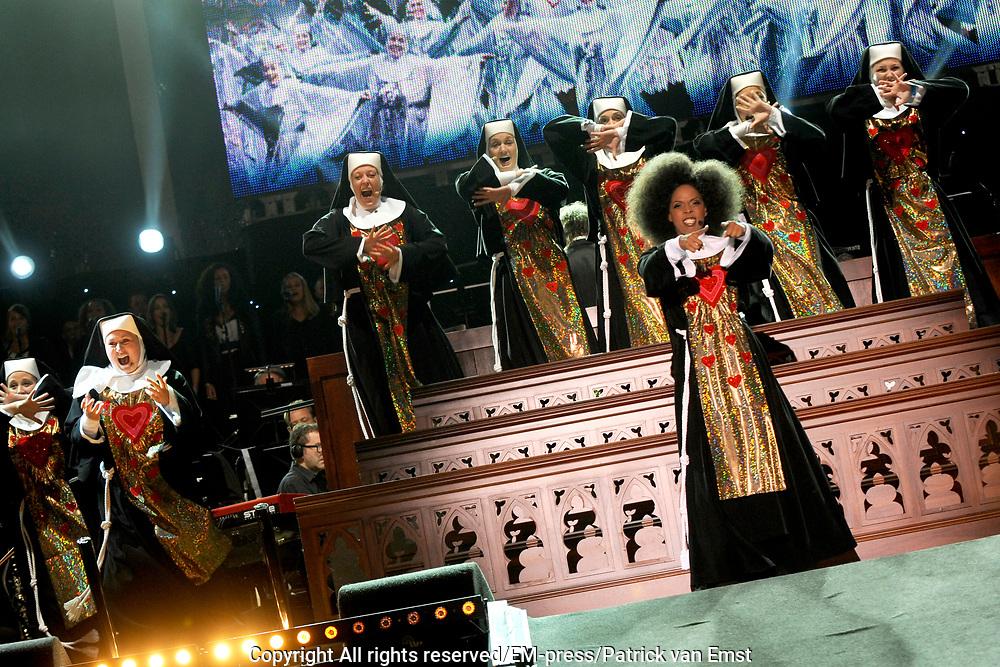 Musical Sing a Long , de afsluiter van de Amsterdamse Uitmarkt met sterren uit alle grote musicals. Op het museumplein, Amsterdam.<br /> <br /> Op de foto:  Carolina Dijkhuizen  - musical Sister Act