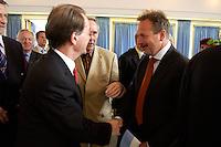 15 JUL 2004, BERLIN/GERMANY:<br /> Franz Muentefering (L), SPD Parteivorsitzender, und Frank Bsirske (R), ver.di Vorsitzender, begruessen sich vor einem Festakt zum 100. Geburtstag von Karl Richter, langjähriges aktives Mitglied von Partei und Gewerkschaft, Rathaus Reinickendorf<br /> IMAGE: 20040715-01-005<br /> KEYWORDS: Franz Müntefering, Feier, Handshake
