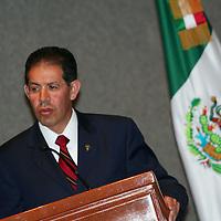 Toluca, Mex.- José Martínez Vilchis, rector de la Universidad Autónoma del Estado de México (UAEM) recibió un reconocimiento por parte del Instituto Universitario del Estado de México (IUEM), por logros alcanzados durante su gestión administrativa.<br /> <br /> Agencia MVT / Etna Aguilar. (DIGITAL)<br /> <br /> <br /> <br /> NO ARCHIVAR - NO ARCHIVE