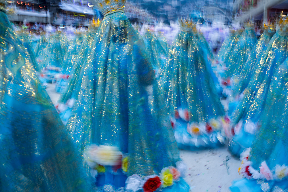 RIO DE JANEIRO, RJ, BRASIL, 08/03/2011, 06h21: Desfile das escolas de Samba do Grupo A do carnaval carioca na Marquês de Sapucaí. (Foto: Caio Guatelli/Folhapress) RIO DE JANEIRO, Brazil - March 08 of 2011: Samba dancers in Rio de Janeiro's 2011 Carnival, at Marquês de Sapucaí avenue.  (photo: Caio Guatelli)