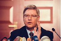 04 JAN 2000, BERLIN/GERMANY:<br /> Joachim H&ouml;rster, CDU, Parl. Gesch&auml;ftsf&uuml;hrer CDU/CSU Fraktion, w&auml;hrend einer Pressekonferenz zum Geldtransfer an die CDU, Deutscher Bundestag, Unter den Linden 71<br /> IMAGE: 20000104-01/01-24<br /> KEYWORDS: Joachim Hoerster