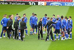 03.05.2011, Old Trafford, Manchester, ENG, UEFA CL, Halbfinale Rueckspiel, Manchester United (ENG) vs Schalke 04 (GER), Abschlusstraining, im Bild: Ralf Rangnick (Trainer Schalke 04) in der Mitte schwoert sein #Team ein   // during the UEFA CL, Semi Final second leg, Manchester United (ENG) vs Schalke 04 (GER), at the Old Trafford, Manchester, Training, 03/05/2011 EXPA Pictures © 2011, PhotoCredit: EXPA/ nph/  Mueller *** Local Caption ***       ****** out of GER / SWE / CRO  / BEL ******