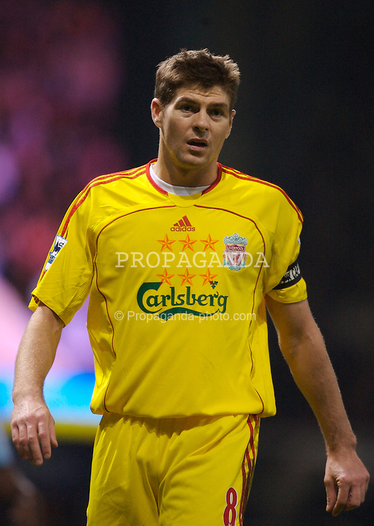 London, England - Tuesday, January 30, 2007: Liverpool's Steven Gerrard in action against West Ham United during the Premiership match at Upton Park. (Pic by David Rawcliffe/Propaganda)