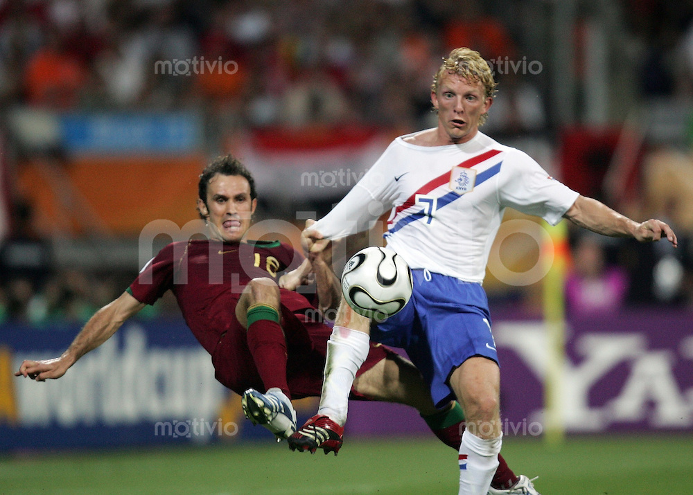 Fussball WM 2006  Achtelfinale   Portugal - Holland ; Portugal - Netherlands  Ricardo CARAVALHO (POR) gegen Dirk KAYT (NED)