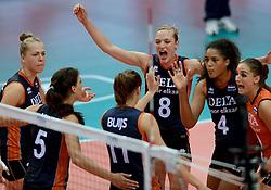 01-10-2014 ITA: World Championship Volleyball Servie - Nederland, Verona<br /> Nederland verliest met 3-0 van Servie en is kansloos voor plaatsing final 6 / Femke Stoltenborg, Judith Pietersen, Celeste Plak, Myrthe Schoot