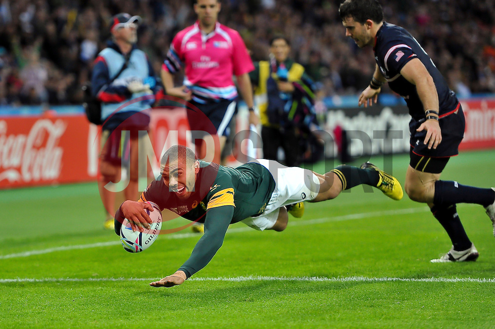 Bryan Habana of South Africa scores his third try of the match - Mandatory byline: Patrick Khachfe/JMP - 07966 386802 - 07/10/2015 - RUGBY UNION - The Stadium, Queen Elizabeth Olympic Park - London, England - South Africa v USA - Rugby World Cup 2015 Pool B.