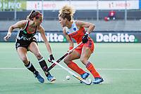 AMSTELVEEN - Maria Verschoor (Ned) met Selin Oruz (Ger)   tijdens de halve finale  Nederland-Duitsland (2-1) van de Pro League hockeywedstrijd dames. COPYRIGHT KOEN SUYK