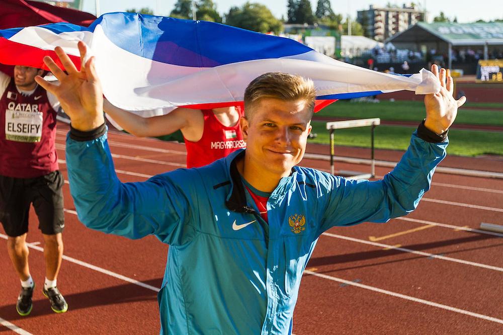 men's hammer winners victory lap, Ilya Terentyev, Russia, 3rd