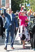 De koninklijke familie is in Zwolle voor de viering van Koningsdag. /// The royal family is in Zwolle for the celebration of King's Day.<br /> <br /> Op de foto / On the photo:  Koning Willem-Alexander en Koningin Maxima / King Willem Alexander and Queen Maxima