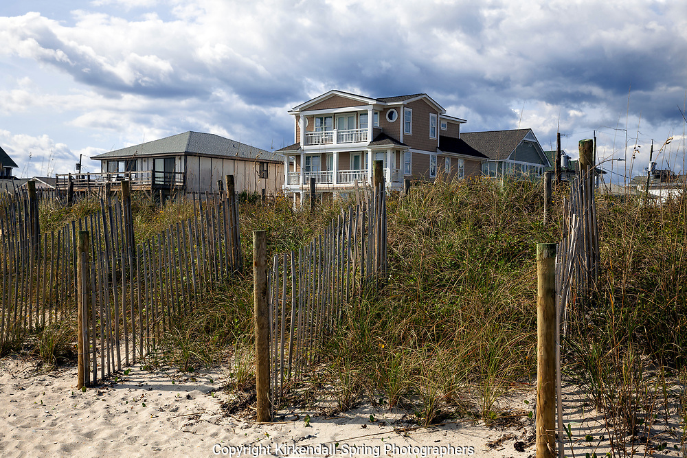 NC00922-00...NORTH CAROLINA - Sand fences on the beach ridge with houses at Wrightsville Beach