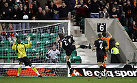 Photo: Paul Thomas/Sportsbeat Images.<br />Hibernian v Dundee United. Clydesdale Bank Premier League. 24/11/2007.<br /><br />David Robertson (R) of Dundee headers over the Hibs keeper Yves Ma-Kalambay (L) to score.