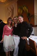 Sabrina Guinness, Allegra Hicks and Patrick Cox. Lunch party for Brooke Shields hosted by charles finch and Patrick Cox. Mortons. Berkeley Sq. 6 July 2005. ONE TIME USE ONLY - DO NOT ARCHIVE  © Copyright Photograph by Dafydd Jones 66 Stockwell Park Rd. London SW9 0DA Tel 020 7733 0108 www.dafjones.com