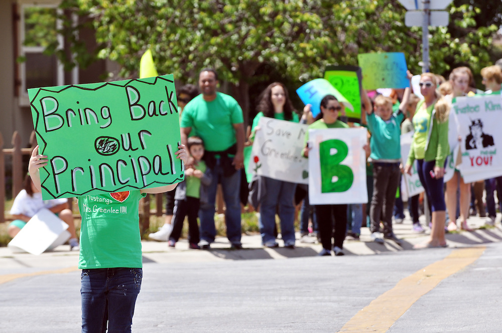 On Thursday, June 5th, the last day of classes, Mission Park Elementary School parents and children protested the reassignment of principal Brinet Greenlee with a march to the Salinas City Elementary School District Offices on S. Main St.