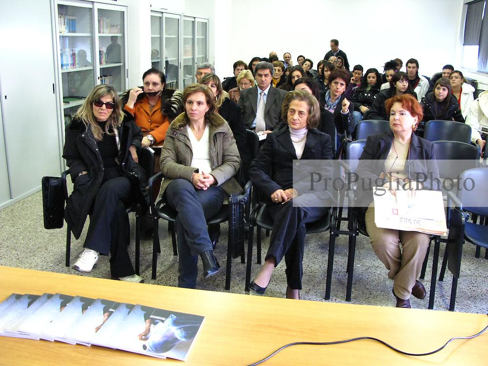 """LECCE, Casarano 3 - 7 Dicembre 2007.Afghanistan Mostra-Dibattito """"Staramasce' Salento Negroamaro"""" presso l'Istituto Tecnico Commerciale """"A. De Viti De Marco"""" di Casarano"""