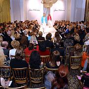 NLD/Amsterdam/20070304 - Modeshow Frans Molenaar voorjaar 2007, catwalk, model, mannequin
