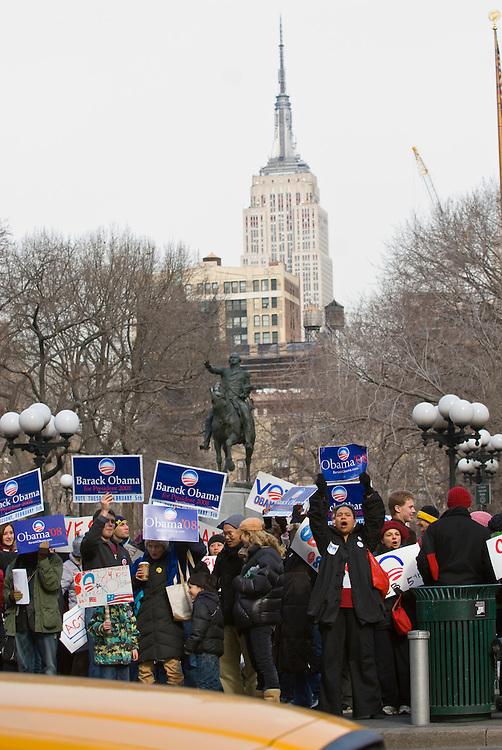 New York  Manhattan Union Square Rally fuer Barack Obama Empire State Building..Fotos © Stefan Falke. Clinton / Obama Kandidatenwahl der Demokraten in den USA.New York Primary 2008