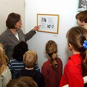 Kinderen Montesorrischool Huizen bezoeken expositie eerst werken dan spelen Huizer Museum